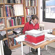 Luis Magaz trabajando en el despacho